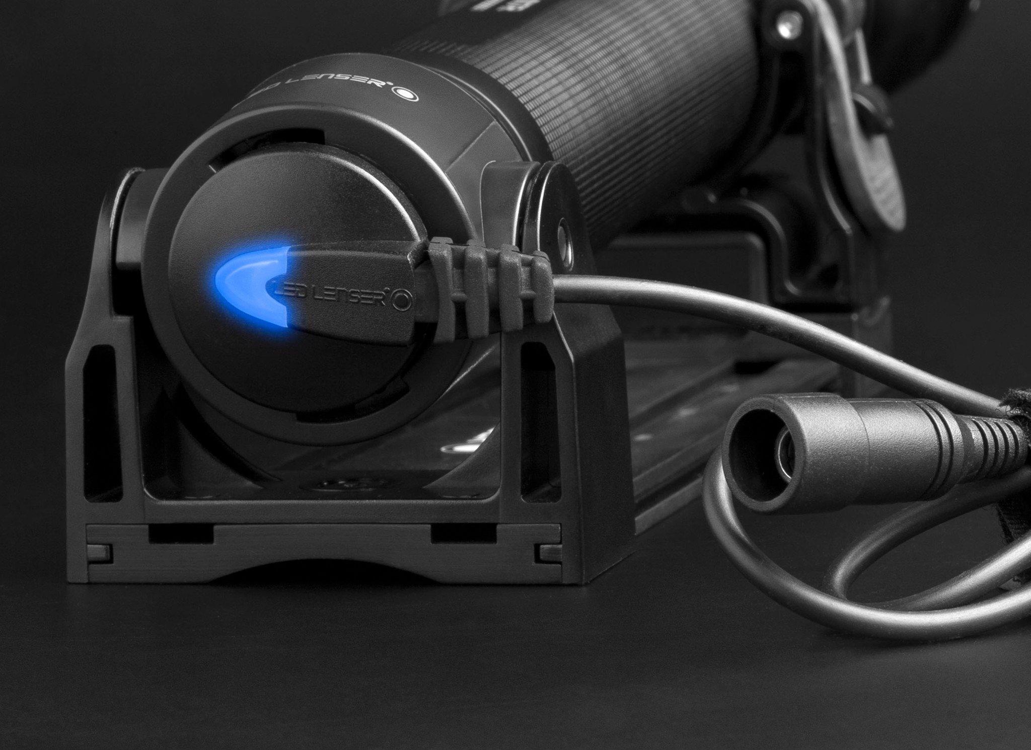 Đèn Pin Cầm Tay LED LENSER X21R.2