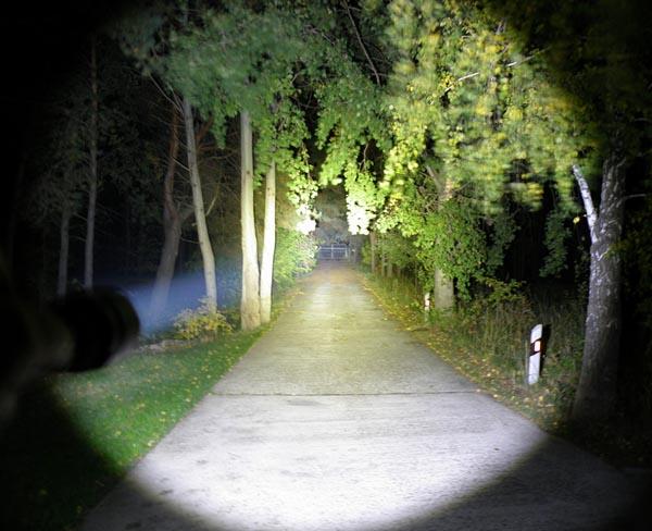 Đèn pin sofirn chiếu xa