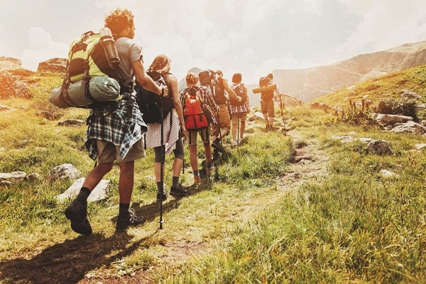 Hiking là gì? 10 dụng cụ không thể thiếu cho chuyến đi an toàn