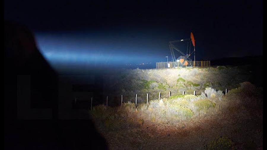 yếu tố ảnh hưởng đến tầm chiếu xa của đèn pin