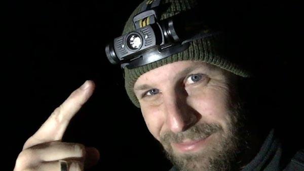 cách chọn đèn pin đội đầu