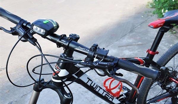 Chọn đèn pin xe đạp