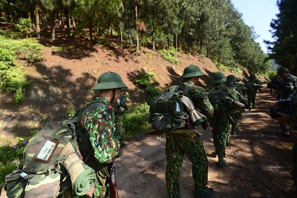 Trong những chiếc balo quân đội Việt Nam có gì?