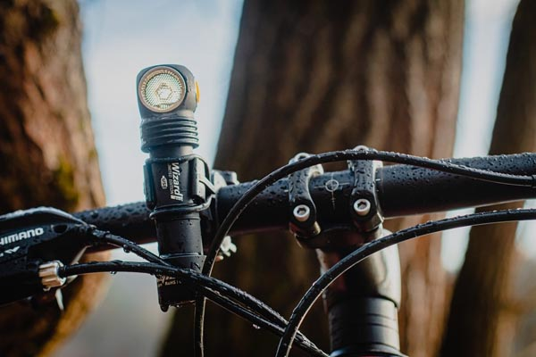 đèn pin xe đạp tiện dụng