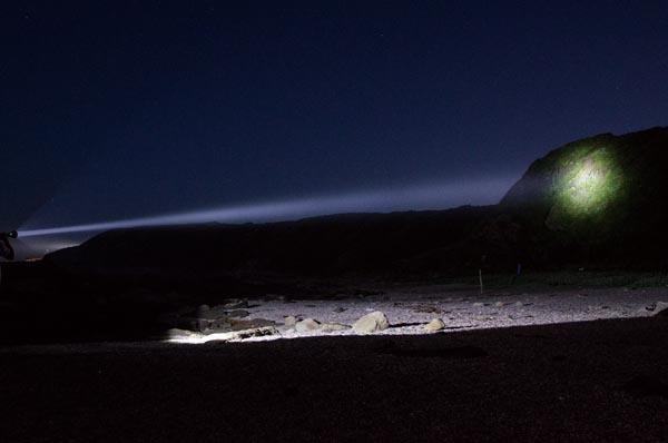 loại đèn pin chiếu xa 1000m