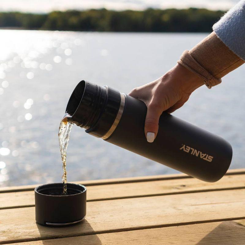 Thiết kế quen thuộc: Nắp có thể sử dụng như một chiếc cốc