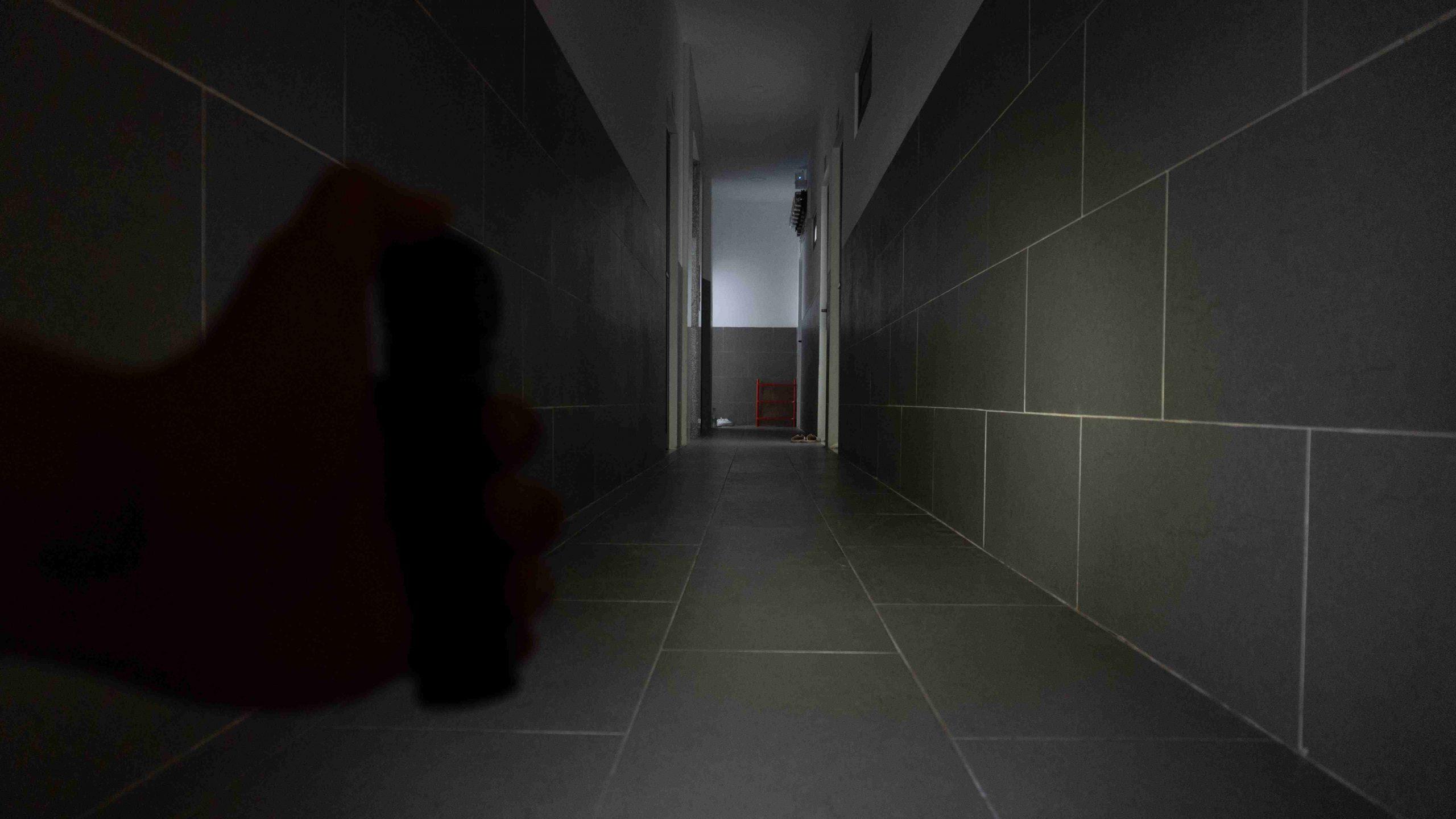 30 lumens ở trong nhà (thời lượng 66 tiếng). Vừa đủ để di chuyển, tìm kiếm trong tầm mắt