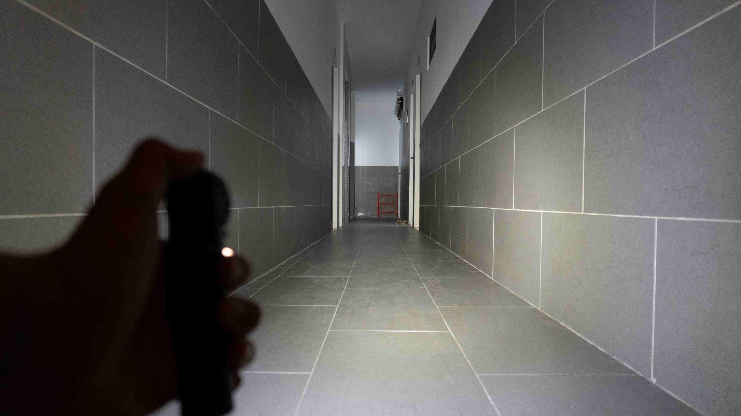 500 lumens trong nhà. Đây được coi như độ sáng chính (sáng nhất trong thời gian lâu nhất), duy trì được 270 phút