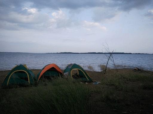 cắm trại hồ trị an