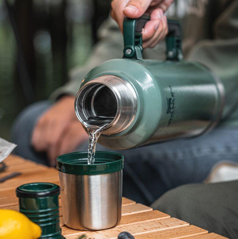 Nắp có thể sử dụng như một chiếc cốc giữ nhiệt là thiết kế đặc trưng của dòng này