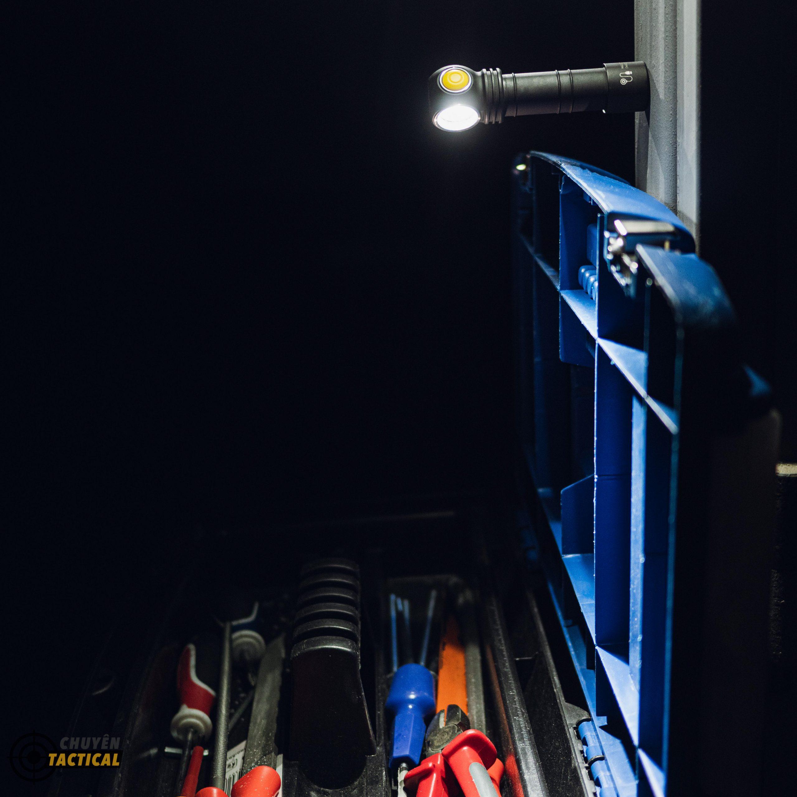 Đèn Pin Armytek WIZARD C2 – Sáng Vàng